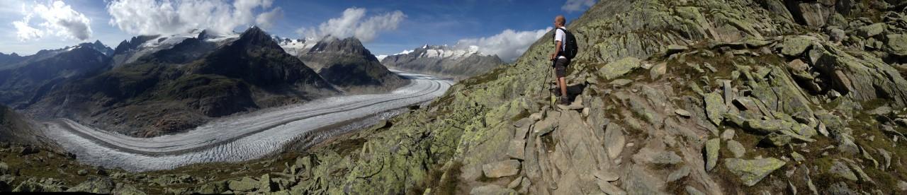 Kanter kijkt uit over de Aletsch gletsjer
