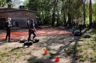 De Scouts & overgevlogen Welpen trappen het seizoen af met een heuse stormbaan